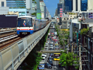 Skytrain entlang der Sukhumvit